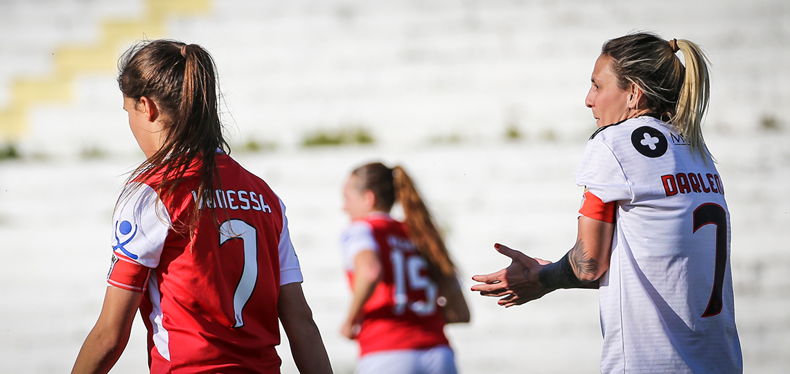"""Vanessa e Darlene: duas """"7"""" com braçadeira de capitãs"""